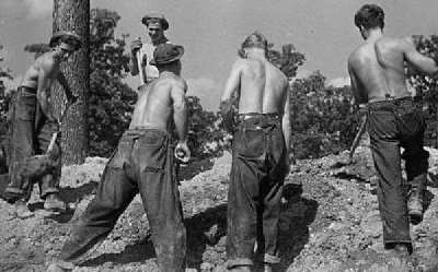 American soldiers helped popularize jeans in the 1940s.