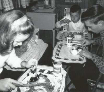 Kids eating on TV trays 1960s