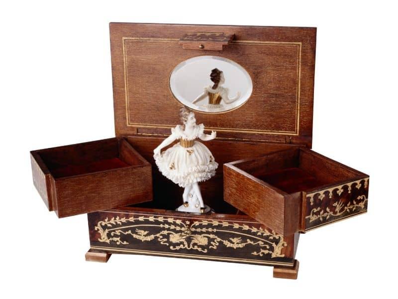 Music box with ballerina